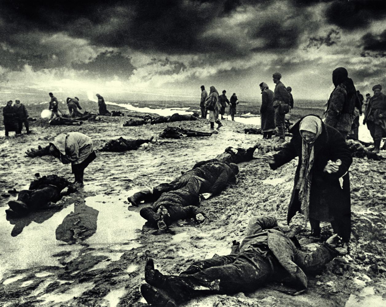 Дмитрий Бальтерманц. Горе. Из серии «Так это было…». Керчь. Январь 1942. Цифровой отпечаток. Собрание МАММ