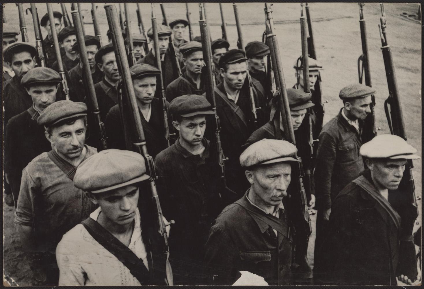 Эммануил Евзерихин. Московские ополченцы. 1941. Цифровой отпечаток. Собрание МАММ